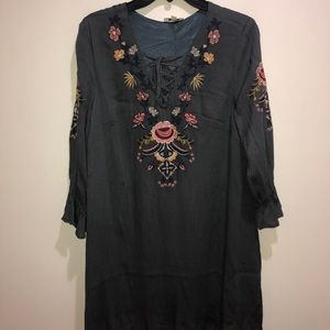 Umgee Size M Gray Embroidered Boho dress